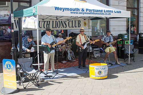 ANNUAL STREET BUSK – IN AID OF LIONS CHARITY FUND – SATURDAY 23rd JULY 2016